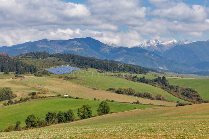夏天小山环境美化与太阳电池板在斯洛伐克 免版税库存图片