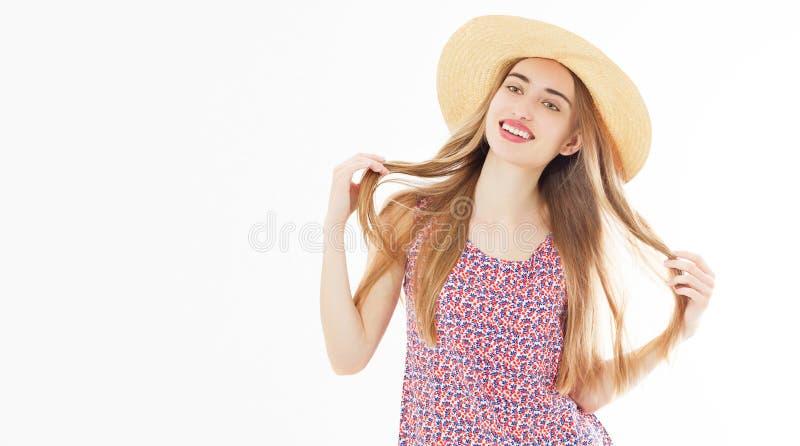 夏天帽子演播室画象的夏天微笑的美女 免版税库存照片