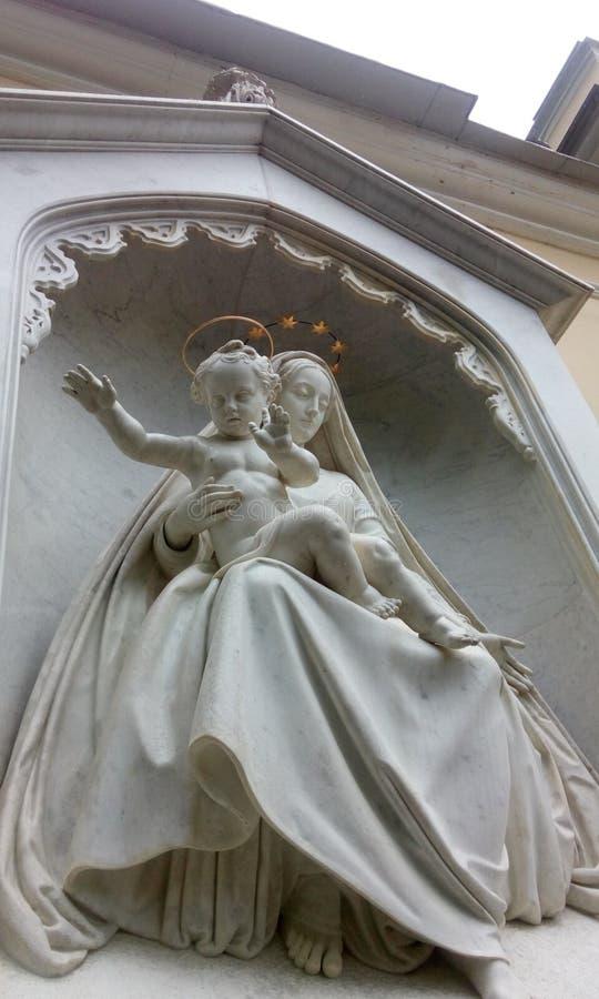夏天庭院的雕象 图库摄影