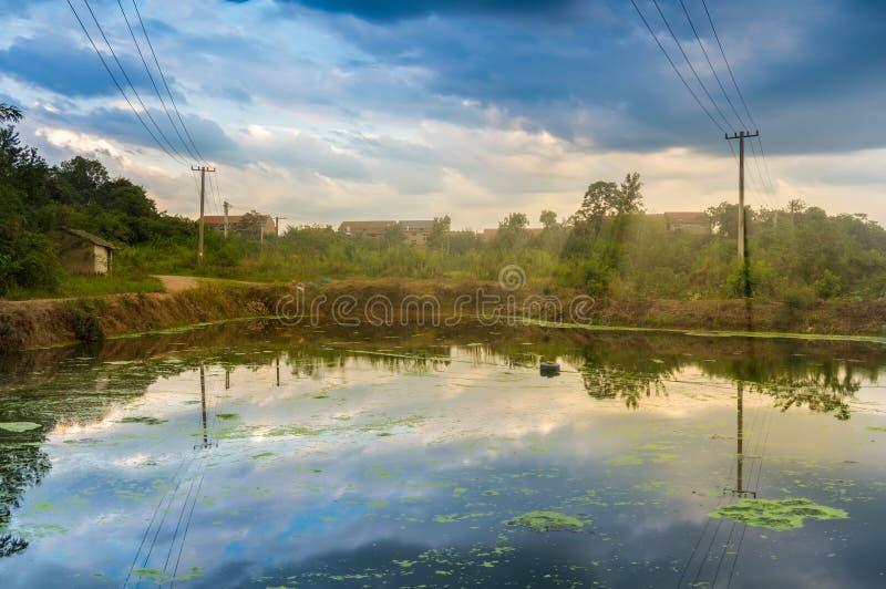 夏天日落焕发在中国的乡下 免版税库存照片