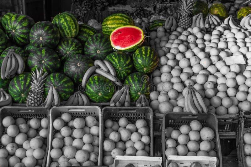 夏天水果市场柜台 西瓜晒干 鲜美独特的生物原物新鲜水多 库存图片