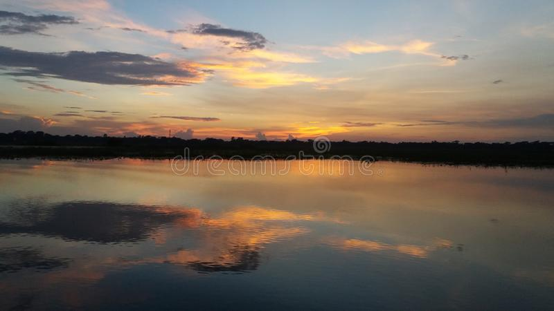 夏天美丽的景色在晚上 免版税库存照片