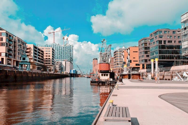 夏天蓝天下的汉堡哈芬城 库存照片