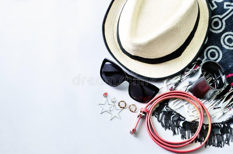 夏天辅助部件顶视图现代妇女的白色backgro的 免版税图库摄影