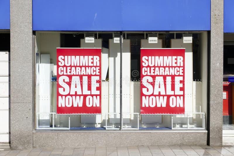 夏天销售清除商店窗口标志横幅大街商城 库存照片