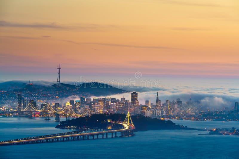 夏天雾躲避在旧金山 库存照片