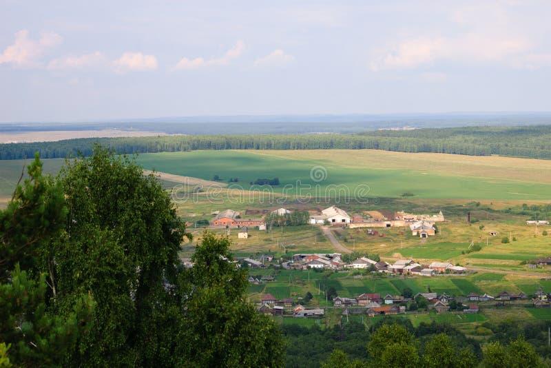 夏天风景,从山的看法 免版税库存图片