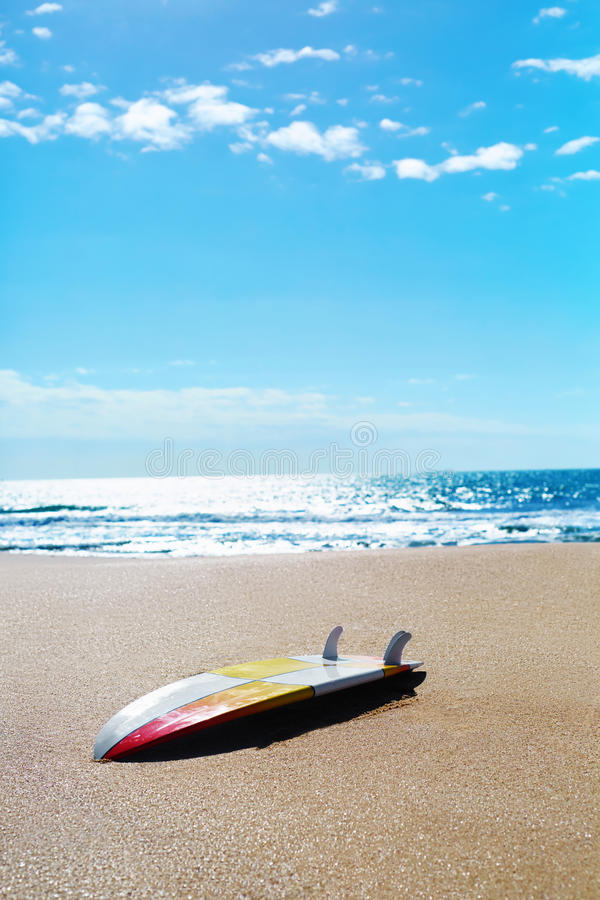 夏天水上运动 冲浪 水橇板,在沙子的冲浪板 免版税库存照片