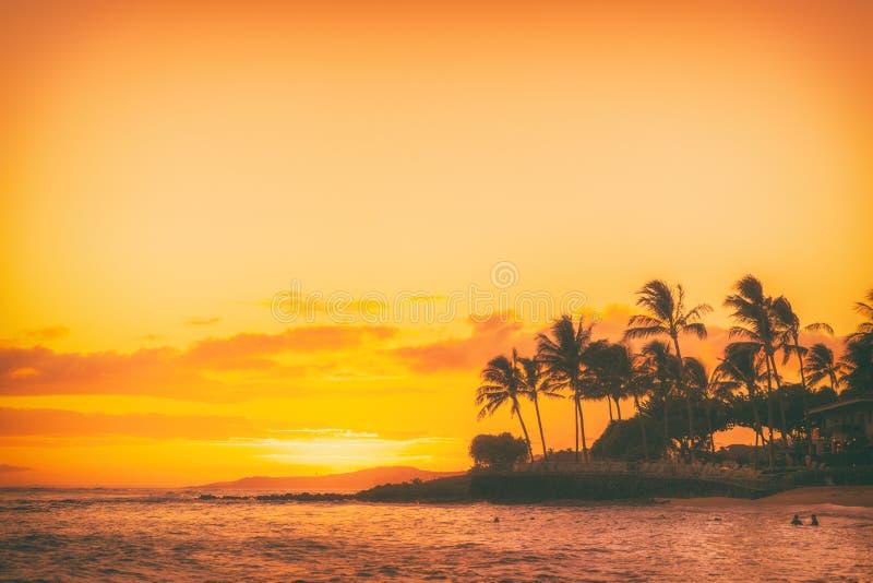 夏威夷海滩日落夏天天堂风景 免版税库存图片