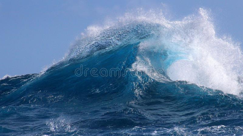 夏威夷的热带蓝色海浪 免版税库存图片