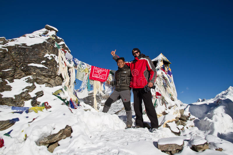 夏尔巴和登山人山顶的 免版税库存照片
