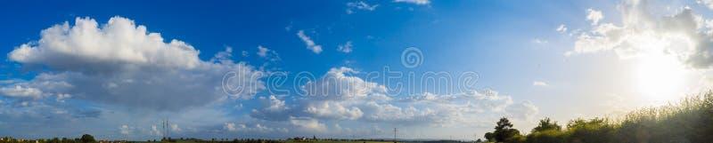 夏日多云的天空 免版税图库摄影
