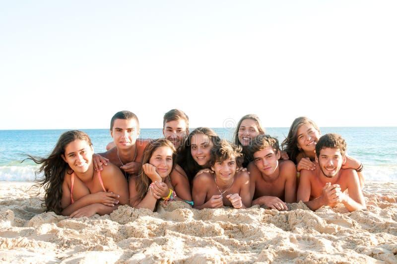Download 夏时的朋友 库存图片. 图片 包括有 快乐, 人们, 女性, 海运, 幸福, 乐趣, 微笑, 十几岁, 相当 - 62532315
