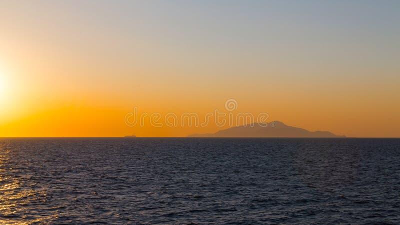 夕阳中的货船 免版税图库摄影