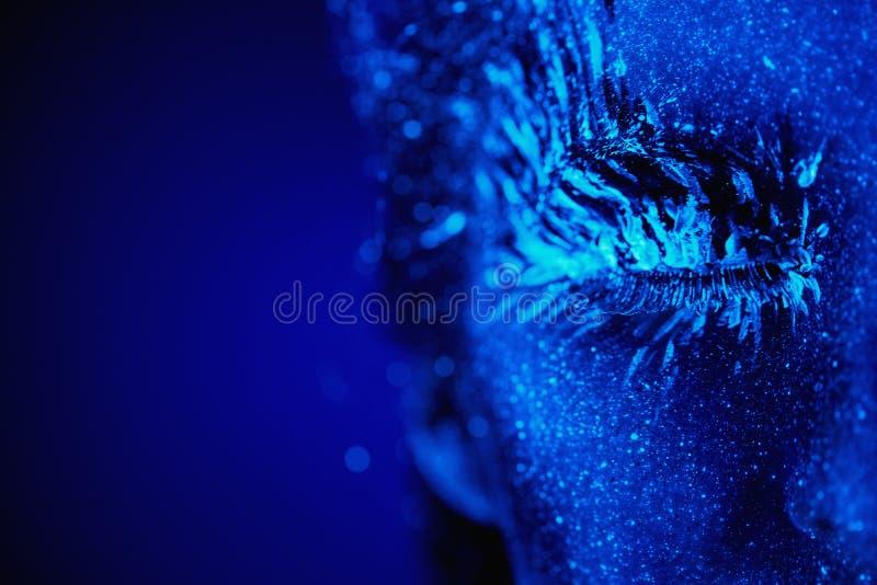 Download 紫外冬天画象 库存照片. 图片 包括有 裸体, 设计, 构成, 蓝色, 纵向, beautifuler, 绿色 - 62528638