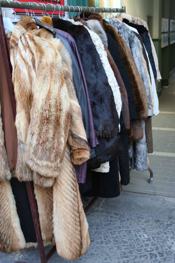 外套出逃毛皮市场 库存照片