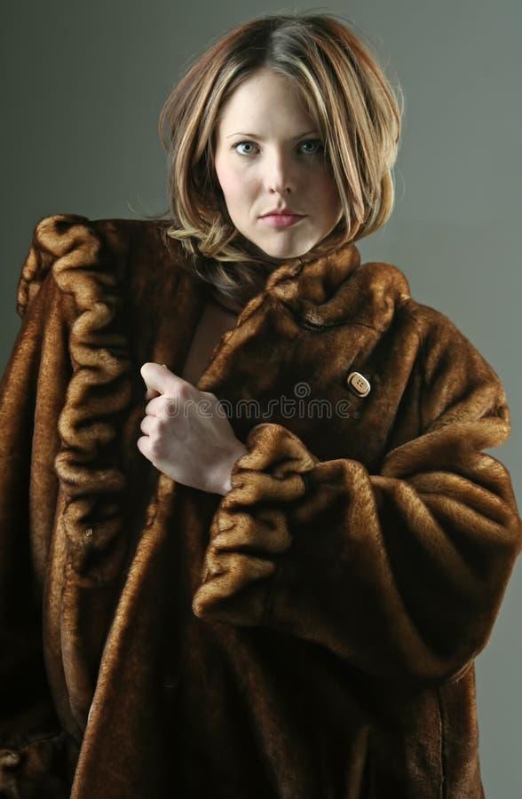 外套毛皮妇女 免版税库存照片