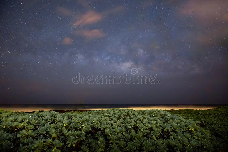 外层空间银河和星系射击从夏威夷海岛 库存图片