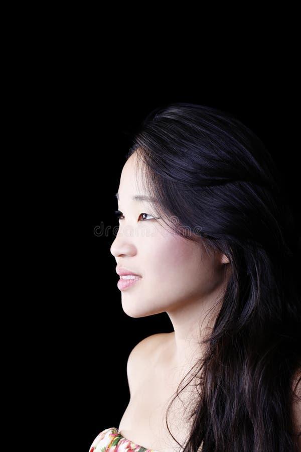 外形画象可爱的年轻亚裔美国人妇女 免版税图库摄影