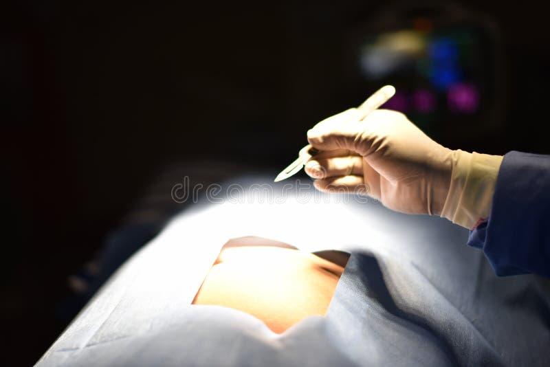 外科光在手术室 库存图片