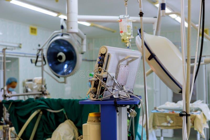 外科医生在外科手术室合作工作患者 免版税库存照片