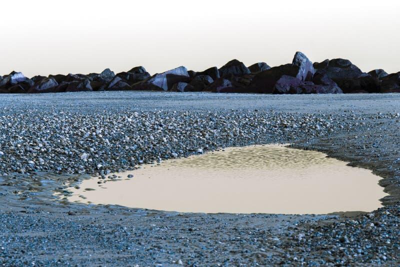 外籍横向 液体熔融金属湖  被模仿的backgrou 免版税库存图片