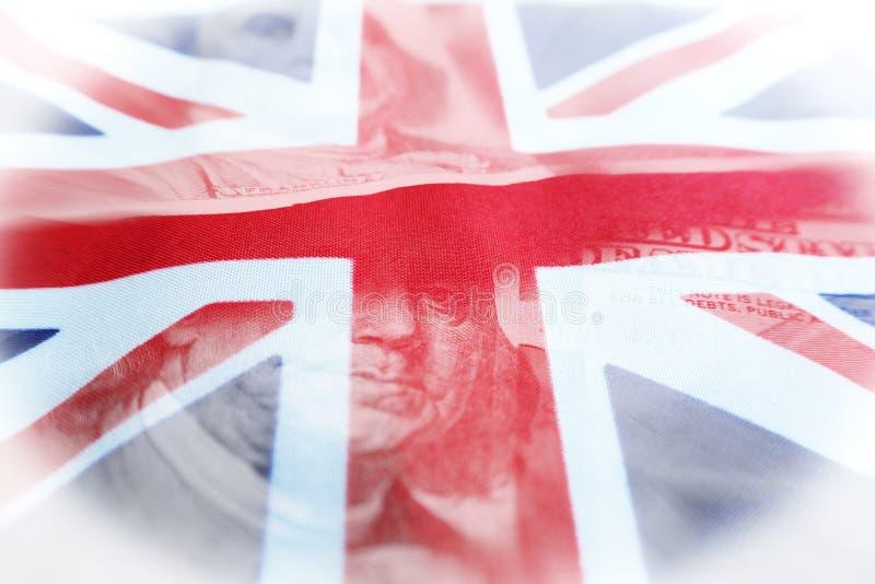 外资有美国与优质英国的旗子的一百元钞票 免版税库存图片