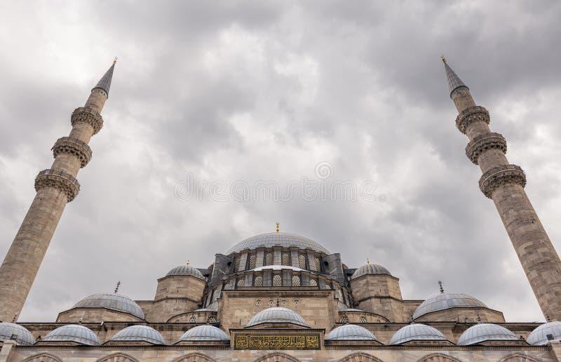 外部低角度天被射击圆顶苏莱曼尼耶清真寺,伊斯坦布尔,土耳其 库存照片