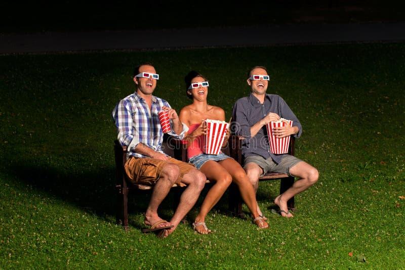 外部戏院的三个朋友 库存图片