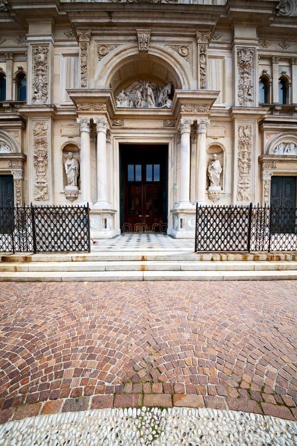 Download 外部老建筑学在意大利 库存图片. 图片 包括有 大理石, 中世纪, 有历史, 宽容, 房子, 夜间, 横向 - 62537285