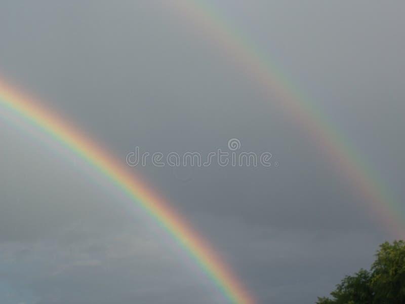 外面双重彩虹 免版税库存照片