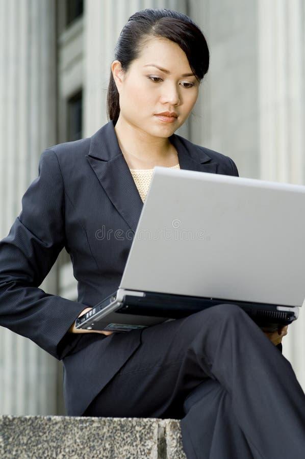 外面女实业家 免版税图库摄影