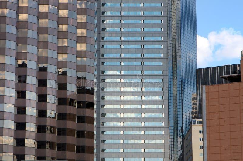 多个反射的摩天大楼星期日 免版税库存照片