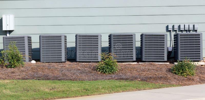 多个商业空调装置 免版税库存图片