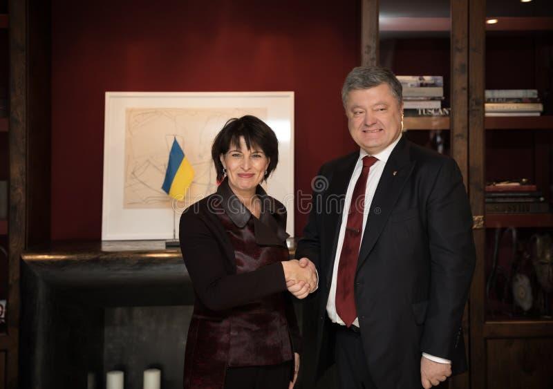 多丽丝・洛伊特哈尔德和Petro波罗申科 库存图片