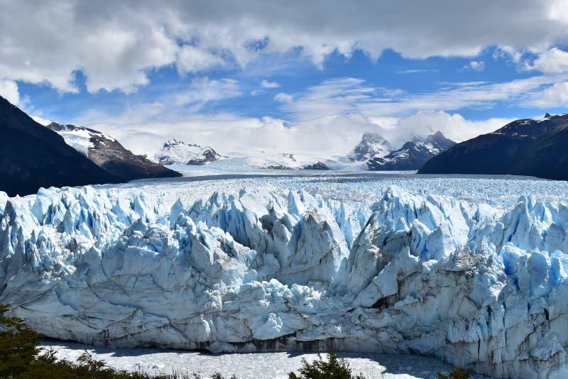 多云冰川佩里托莫雷诺 免版税库存图片