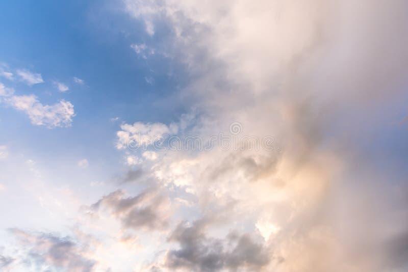 多云天空在白天 免版税库存图片
