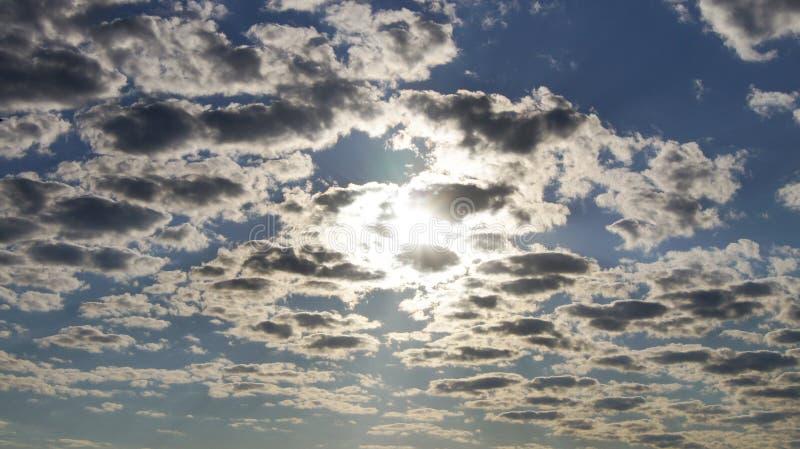 Download 多云天空 库存照片. 图片 包括有 风暴, 多云, 经纪, 天空, 降低, 分散, 黑暗, 云彩, 早晨 - 72368222