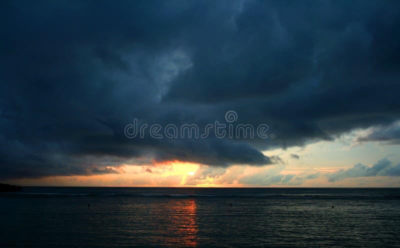 多云横向日落 免版税图库摄影