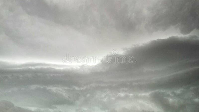 多云灰色天空 库存图片