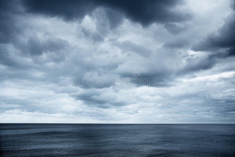 多云seaview天空 免版税库存图片