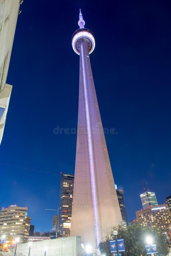多伦多加拿大国家电视塔在晚上 免版税库存图片