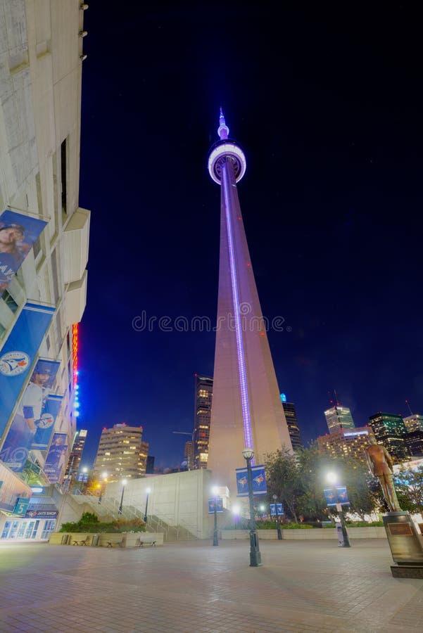 多伦多加拿大国家电视塔在晚上 免版税图库摄影