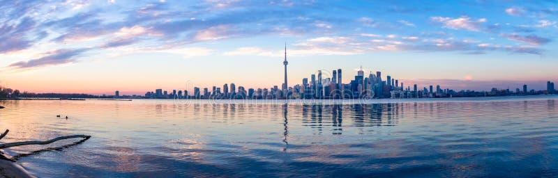 多伦多地平线和Ontario湖-多伦多,安大略,加拿大全景  免版税库存图片