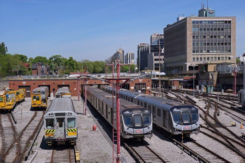 多伦多市郊火车 免版税库存图片