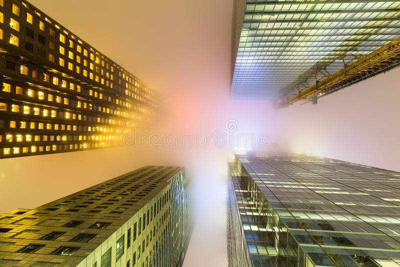 多伦多街市大厦在与雾的晚上 库存图片