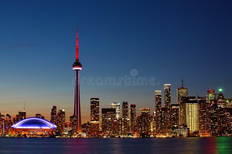 多伦多,加拿大在黄昏的市中心 库存照片