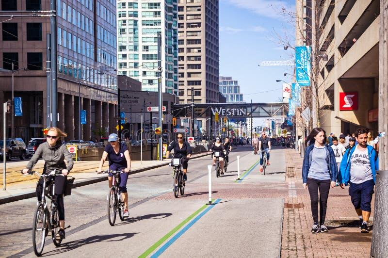 多伦多,加拿大- 05 20 2018年:致力的自行车道在街市多伦多在高要求由Torontonians 乘坐的a 免版税库存图片