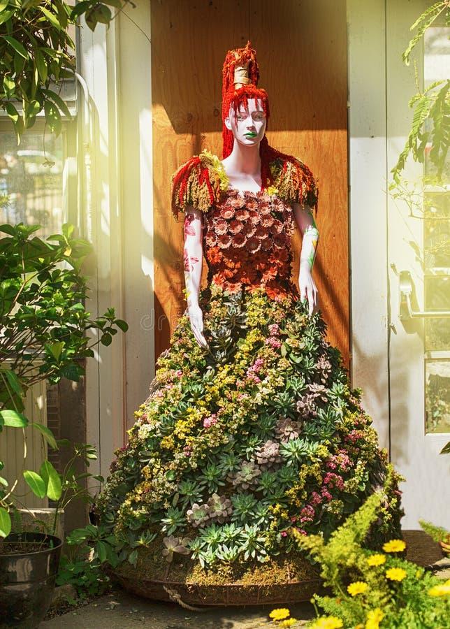 多伦多,加拿大- 2019年5月5日:花卉时装模特在庭院和温室亚伦庭院的,多伦多,加拿大里 免版税库存照片