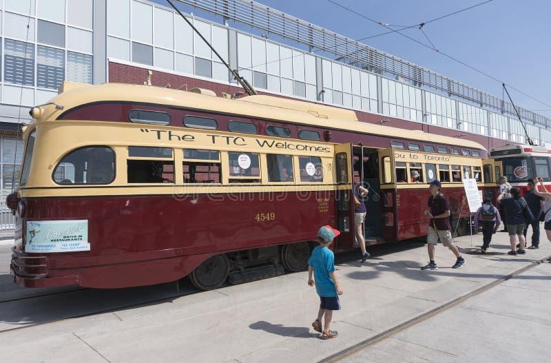 Download 多伦多,加拿大- 2016年5月28日:1951 PCC在二的葡萄酒路面电车 图库摄影片 - 图片 包括有 运输, 业务量: 72367957